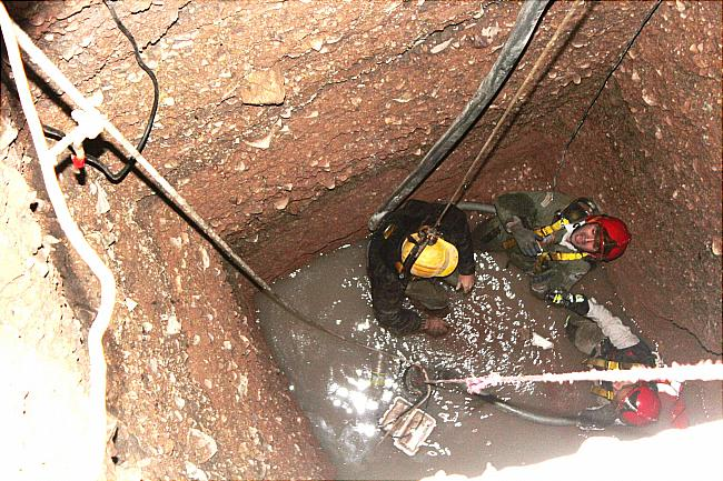 استفاده نکردن از وسایل تنفسی هنگام ورود به چاه